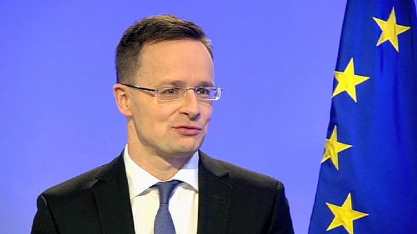Külügyminiszterünk folyamatosan lyukra futtatja az EP-t