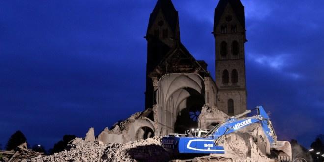 Falvakat és neoromán templomot rombolnak Németországban