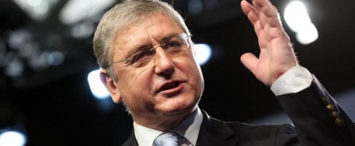 Középső ujját mutatta fel a Gyurcsány-párti politikus