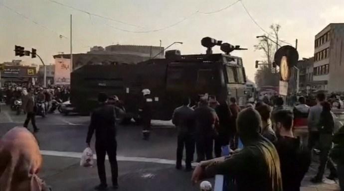 Áll a bál Teherán utcáin