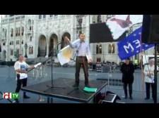 Néhány fontos értesülés a hatalom védőszárnyai alatt bátor Bayer Zsocóról (is) – Ez történt a Kossuth téren 10-én