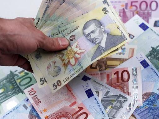 Az elmúlt napokban harmadszor került történelmi mélypontra a román lej az euróval szemben