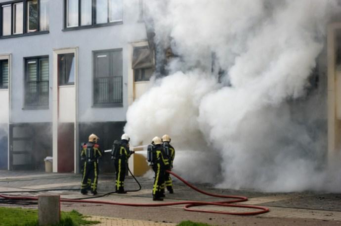Koronavírus – Hollandiai fiatalok felgyújtottak egy tesztközpontot, tiltakozásul a kijárási tilalom ellen