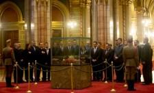 Szent Koronára tett esküjükre emlékezteti a kilépő képviselőket a Jobbik
