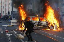 Polgárháborús helyzet: lángokba borították Frankfurtot
