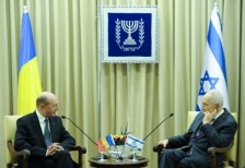 Basescu Izraelben holokausztozott – a titkosszolgálat küldöttsége is elkísérte