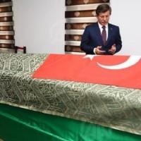 A török miniszterelnök illegálisan lépett szír területre