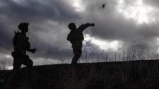 Amerikai újonc katonák: kézigránátot sem tudnak elhajítani