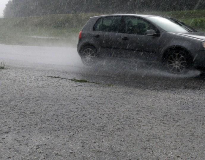 Első- és másodfokú riadó van érvényben a heves esőzések miatt