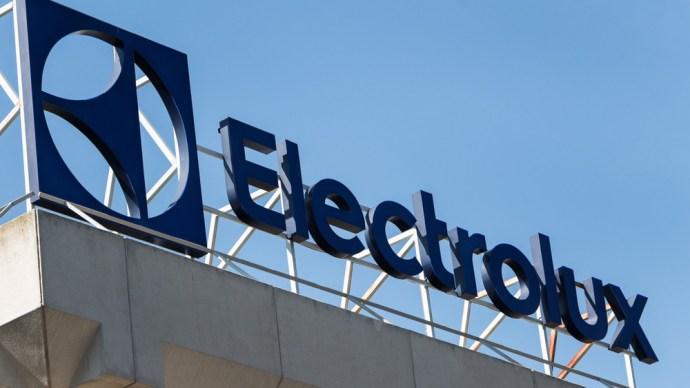 800 dolgozót rúgnak ki a jászberényi Electroluxtól a versenyképesség-fokozó átalakítások nevében