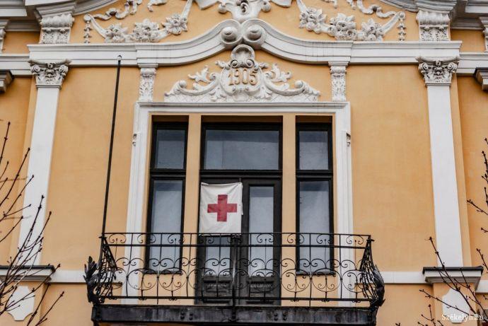 Ezúttal a Vöröskereszt oldotta ki a bocskorszíjat: a nemzetközi szervezet ugyanis túl magyar a dákórománoknak