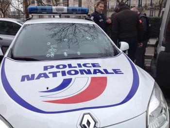 Párizs: 11 halálos áldozata van a szatirikus lap szerkesztősége elleni támadásnak