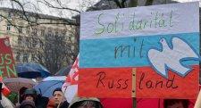 Berlinben tegnap húsvéti felvonulás az Oroszországgal való enyhülésért és a fegyverkezés ellen
