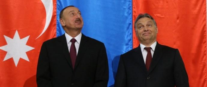 Orbánt keleten köpönyegforgatónak tartják