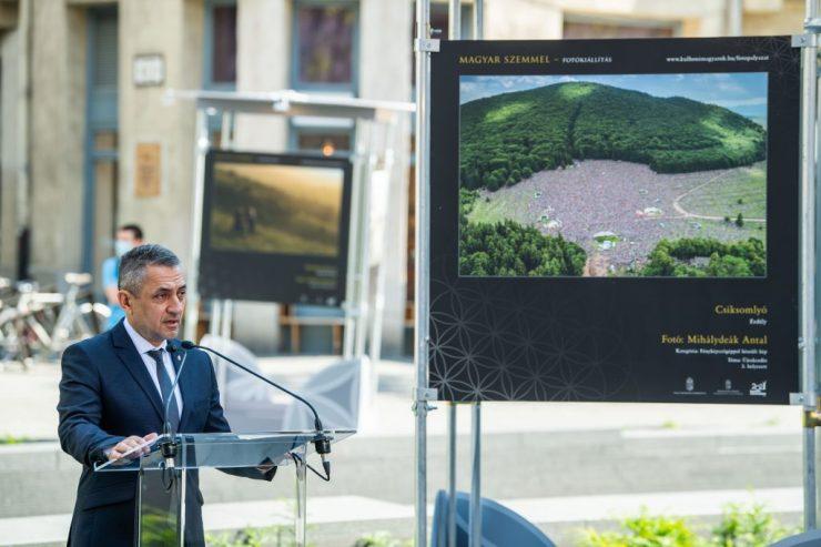 Nemzeti összetartozás napja – Megnyílt a Magyar szemmel című fotókiállítás a Kossuth téren