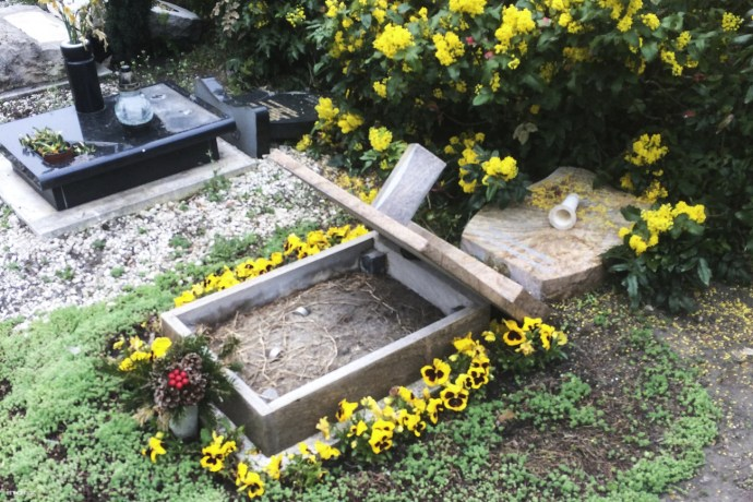 Rongálás a Fiumei úti temetőben
