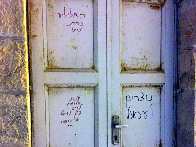 """""""Halál a keresztényekre, Izrael ellenségeire!"""" – Jeruzsálemben ismét templomra írtak gyűlölködő szavakat a toleráns zsidók"""