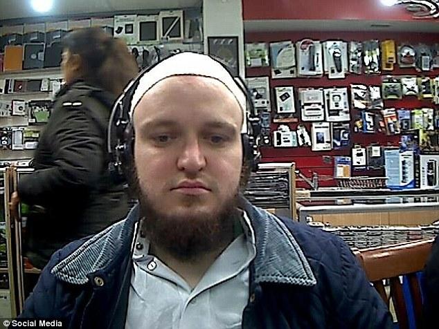 Ölelést kért a járókelőktől az ártatlan muszlim, majd halálos fenyegetéseket küldözgetett