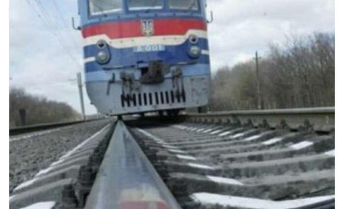 Vonat gázolt el egy nőt Bátyúban és munkácsi katona esett el Kelet-Ukrajnában: június 12-13-i hírösszefoglaló