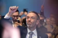 Kitálal az osztrák belügyminiszter: a bevándorláspártiak buktatták meg a koalíciót