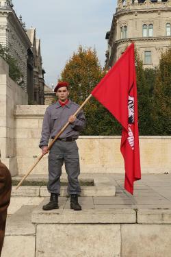 Ilyen is van: 20 évesen kommunista és a szerencsétlen képviselőnek indul