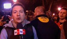 Csak a biztonságiak mentették meg a Hír TV riporterét