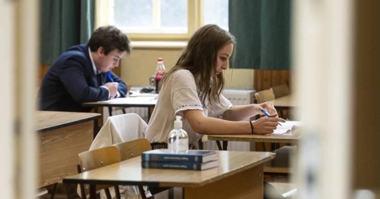 Pénteken kezdődnek az őszi érettségik, több mint 17 ezren fognak vizsgázni