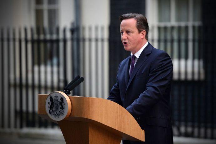 A munkások oda se figyeltek a beszélő miniszterelnökre