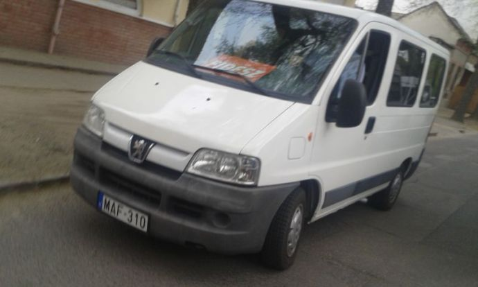 A Fidesz ezzel a busszal szállítja szervezetten a szavazókat  Debrecenben