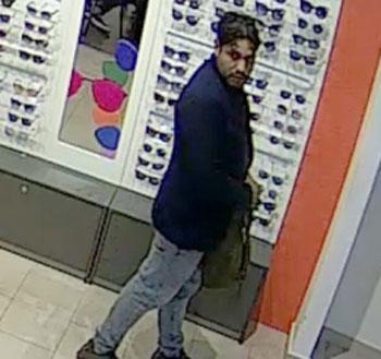 Már a nyárra készült ez a jó kiállású cigány, akit napszemüvegek ellopása miatt keres a rendőrség (fotó)