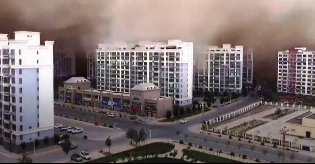 Videóra vették, ahogy eléri a homokvihar a Góbi-sivatag melletti kínai várost
