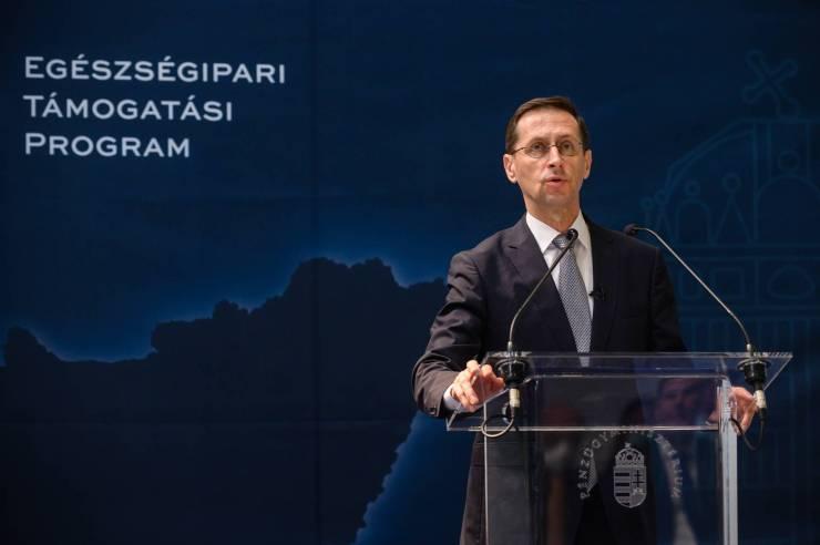 Varga Mihály: az adóvisszatérítés minden olyan gyermekes szülőnek jár, aki családi pótlékra jogosult