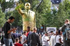 Eltávolították a német városból Erdogan négyméteres szobrát
