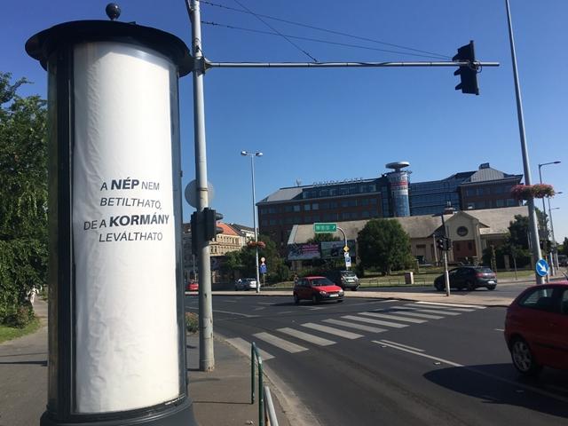 """Rejtélyes """"kormányváltó"""" plakátok jelentek meg Budapesten"""