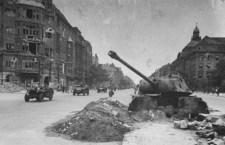 Hihetetlen fotók a lerombolt Berlinről