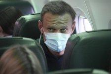 Navalnijt azonnal őrizetbe vették Moszkvában gépe landolása után
