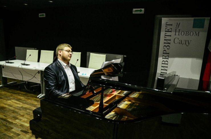 A magyarság örökségét gazdagítaná az ifjú vajdasági zongoraművész