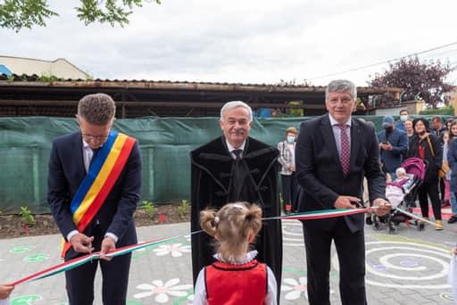 A magyar állam támogatásával felújított óvodát és bölcsődéket adtak át Maros megyében