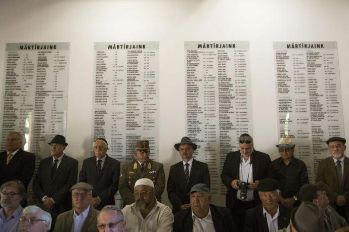 """A """"történelem legnagyobb magyarországi gyilkosságának"""" emlékművét is fizette a Miniszterelnökség Tatán"""