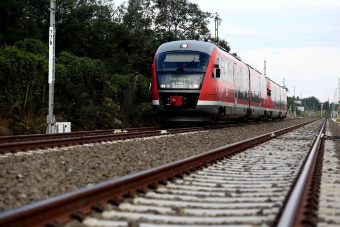 Tömegnyomor az esztergomi vonaton: lépett cikkünk után a MÁV