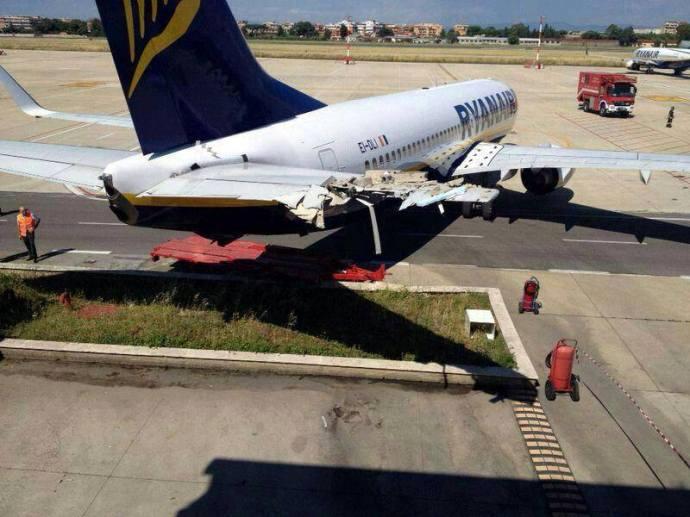 Épületnek ütközött a Ryanair egyik gépe