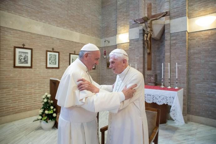 Photoshop és lemondás a Vatikánban