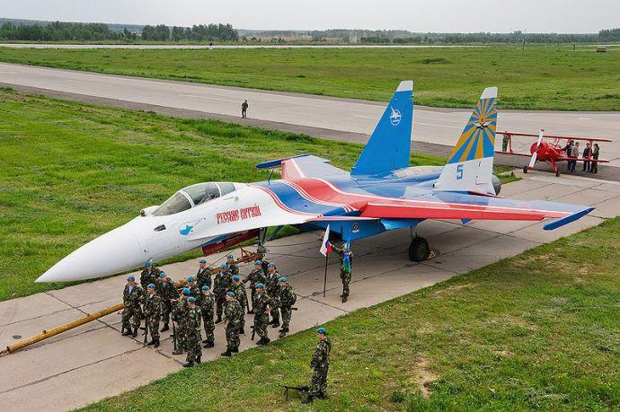 Egy SZU-35-ös vadászgépet kapott ajándékba az orosz pátriárka