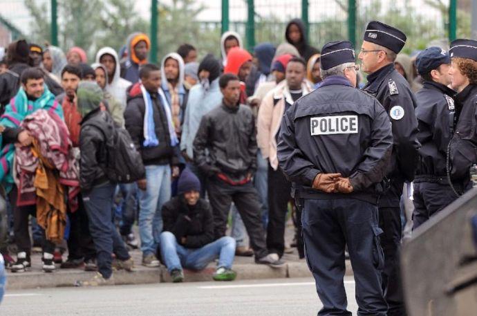 Terroristákkal és menekültekkel árasztanák el Európát a görögök