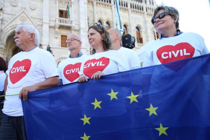Békén hagyják külföldről támogatott civil szervezeteket