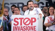 Migránsok: Az olasz belügyminiszter bepancsolt a spanyoloknak és a franciáknak
