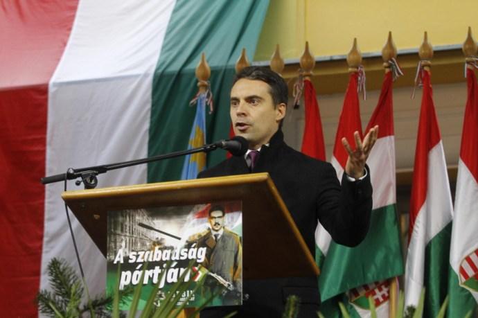 """Idefigyelj Viktor, te korrupt zsarnok…"" – Orbánnak üzent Vona"