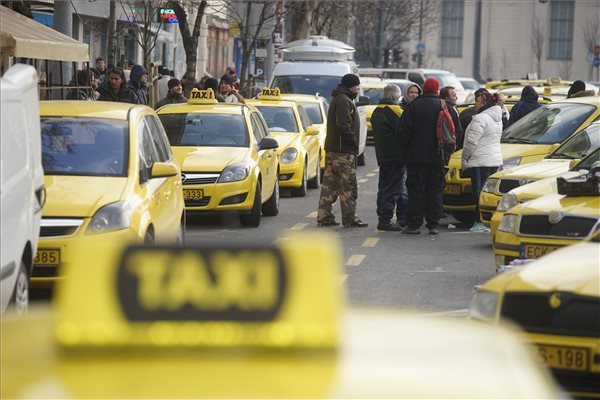 Köszönet jár az Ubernek, hogy kifejlesztette a taxizás e-mailjét. Más nem.