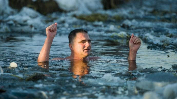Jégtáblák között úszta át a Tiszát és fontos figyelmeztetést mondott Schirilla György