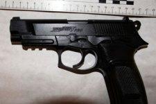 Közlekedési nézeteltérés miatt rántott fegyvert egy pécsi férfi